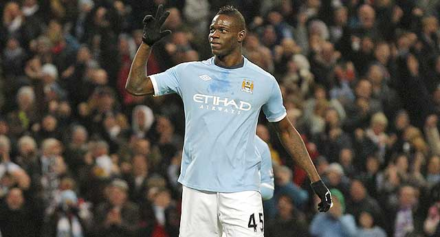 Mario Balotelli, el personaje del ao que juega en el Manchester City. (Foto: AP).