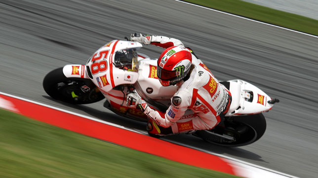 Simoncelli tena 24 aos y falleci tras el duro choque (Foto: AP).