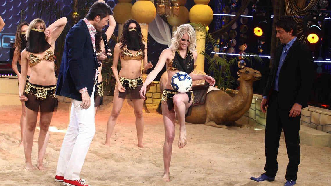 Tinelli y &quot;la sueca&quot; Alexandra Larsson, en ShowMatch (Foto: gentileza Ideas del Sur).