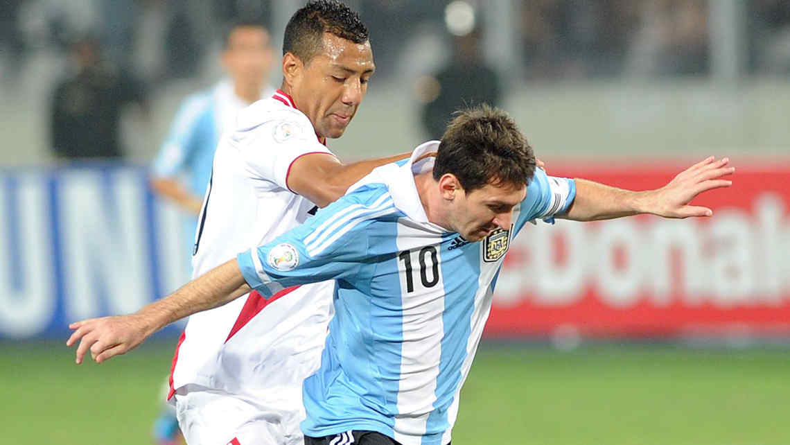 Los medios peruanos resaltaron el flojo partido de Messi (Foto: Tlam).).
