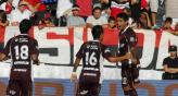 &quot;El Chino&quot; Romero festeja su gol ante Newells (Foto: Fotobaires).