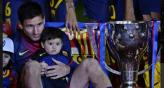 Messi, Thiago y la copa de la liga. (Foto: Twitter)