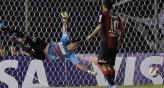 Copa Libertadores: Newells perdi por goleada ante Olimpia pero igual avanz a octavos. 