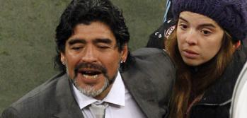 Gianina acompaa a Diego tras la dura derrota con Alemania (Foto: AP).