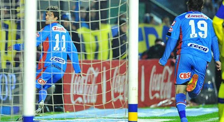 Zelaya marc el primer gol de Arsenal ante Boca (Foto: Tlam).