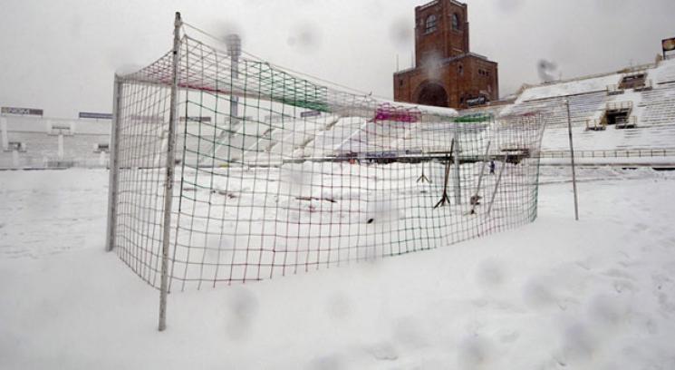 """""""Esas tribunas estan congeladas, asi no se puede"""""""