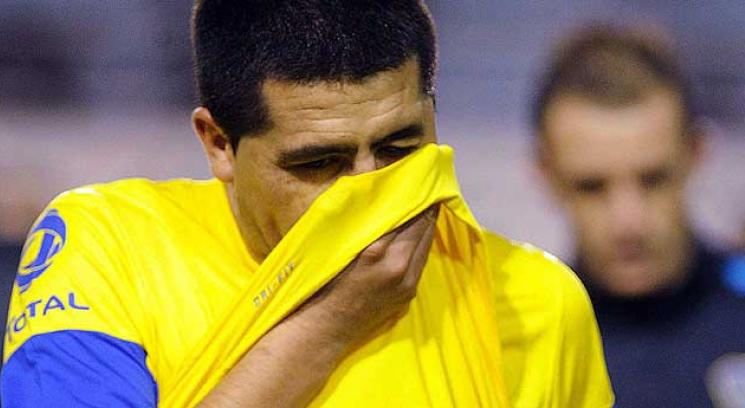 Toda la tristeza de Riquelme despus del partido ante Arsenal (Foto: Tlam).