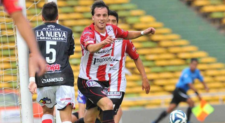 Bernardi grita su gol. (Foto: Sergio Cejas)