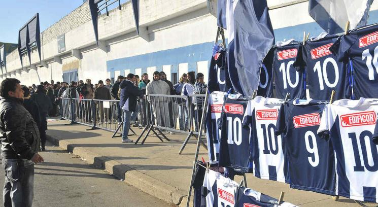 El primer día de venta de entradas mostró un interesante movimiento. (Foto. Raimundo Viñuelas)