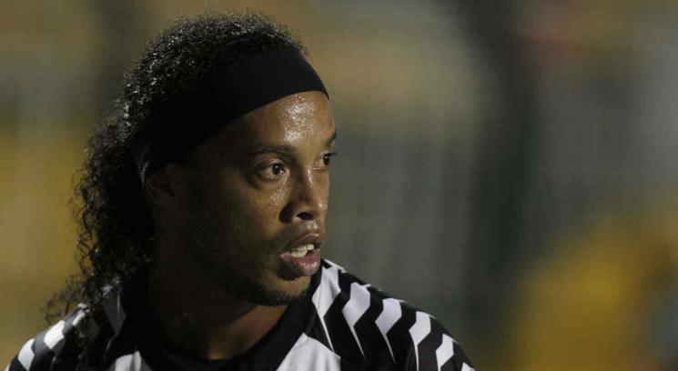Ronaldinho y un gol de picardía