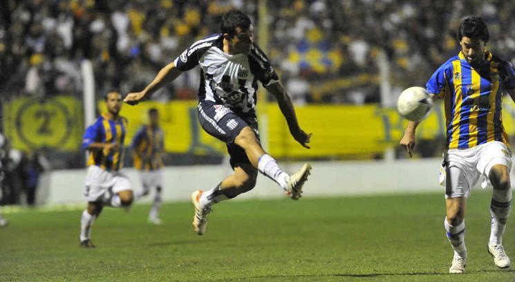 Talleres juega ante Juventud Unida en San Luis para ser único líder del undecagonal. (Foto: Sergio Cejas)