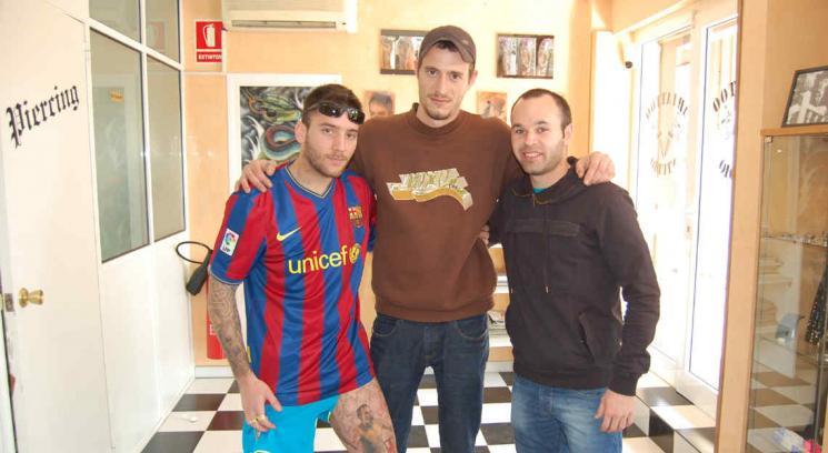 El tatuador cordobés que eligieron estrellas del Barcelona